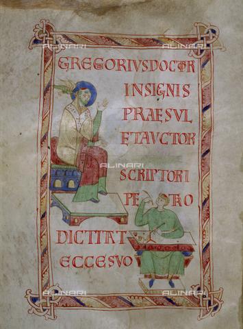 St grégoire et scribe, ivrea (italie) bibliothèque capitulaire 86 folio 8v c966-1002 sacramentaire de l'évêque warmund d'ivrea (Gahom 18jpg)