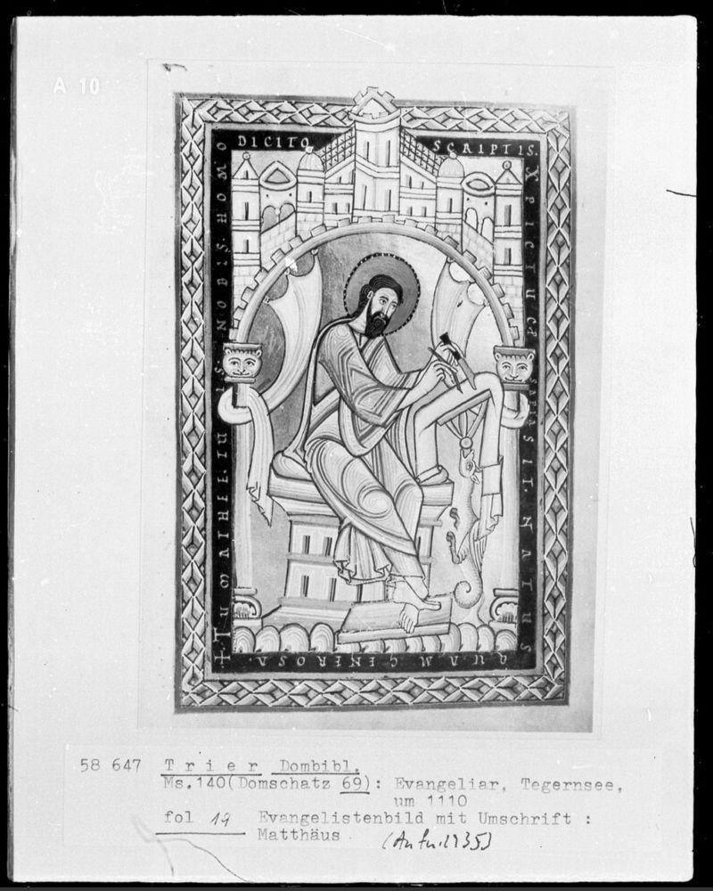 St mathieu Evangeliar: Evangelist Matthäus, Entstehungsort: Tegernsee, um 1110, Trier, Domschatz, Inv.-Nr. Cod. 69 —