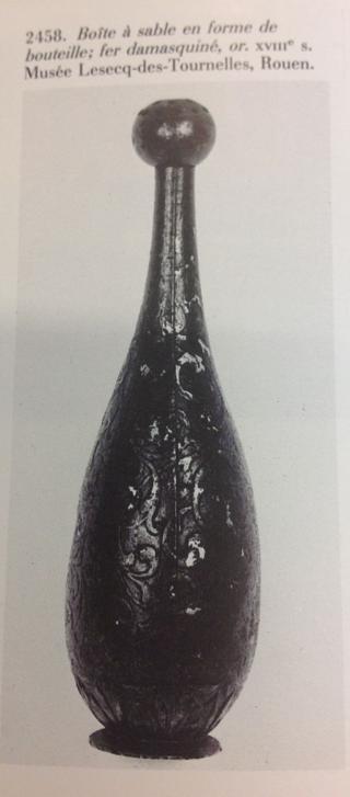 Boite à sable, fer damasquiné, or XVIIe